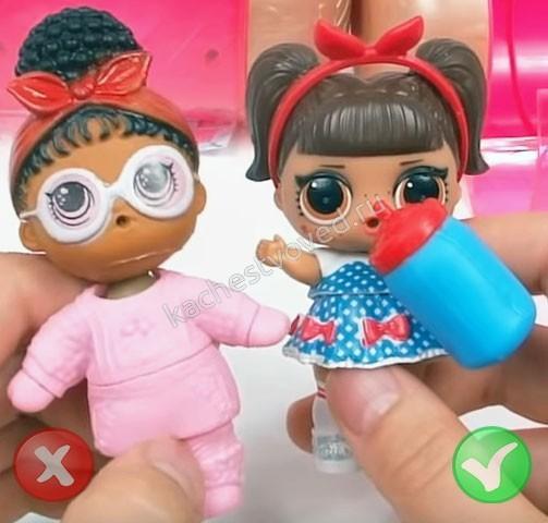 Фото сравнение подделки и оригинальной куклы капсулы лол